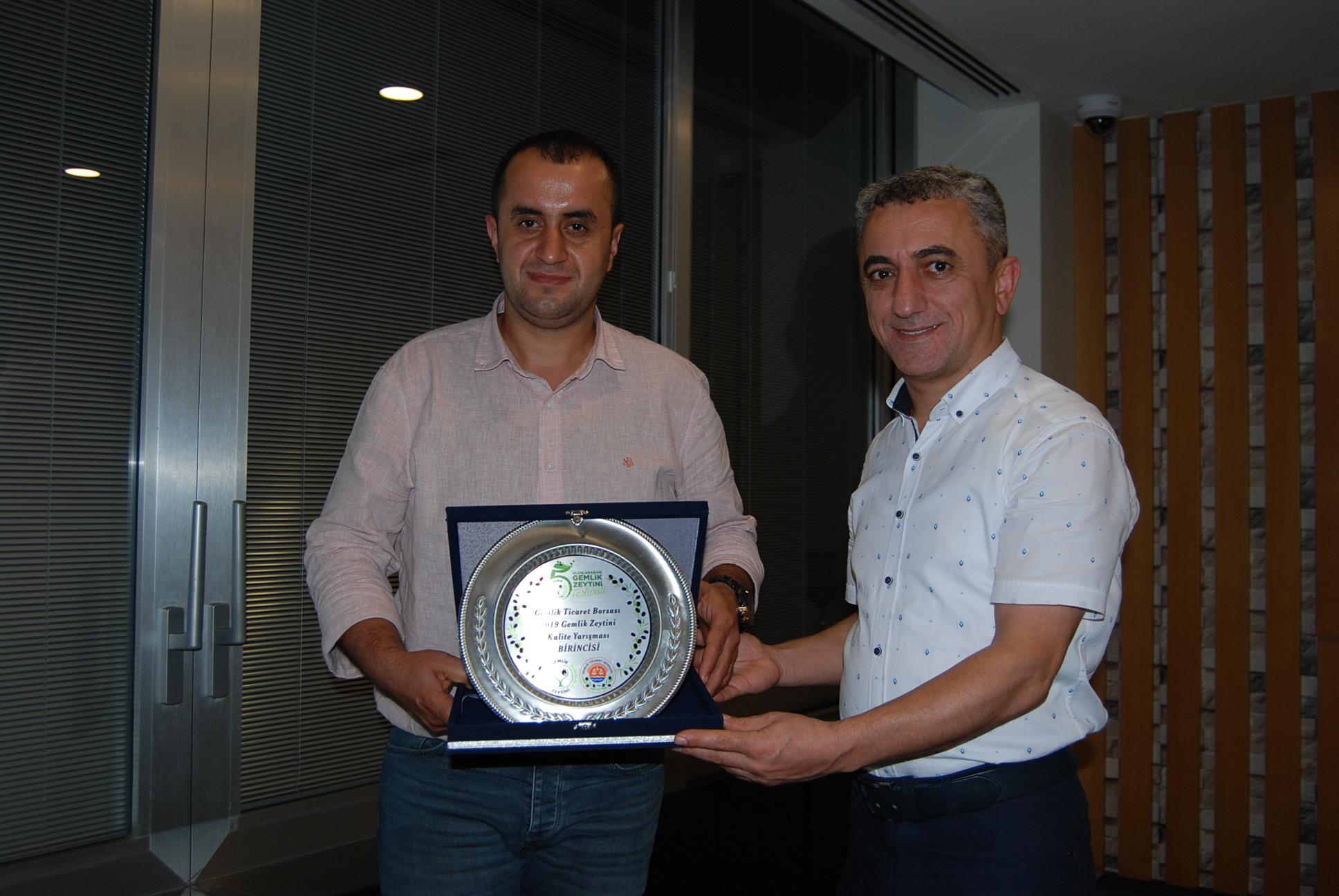 (Turkish) Çalıkoğlu'na Çifte Ödül Gemlik'ten